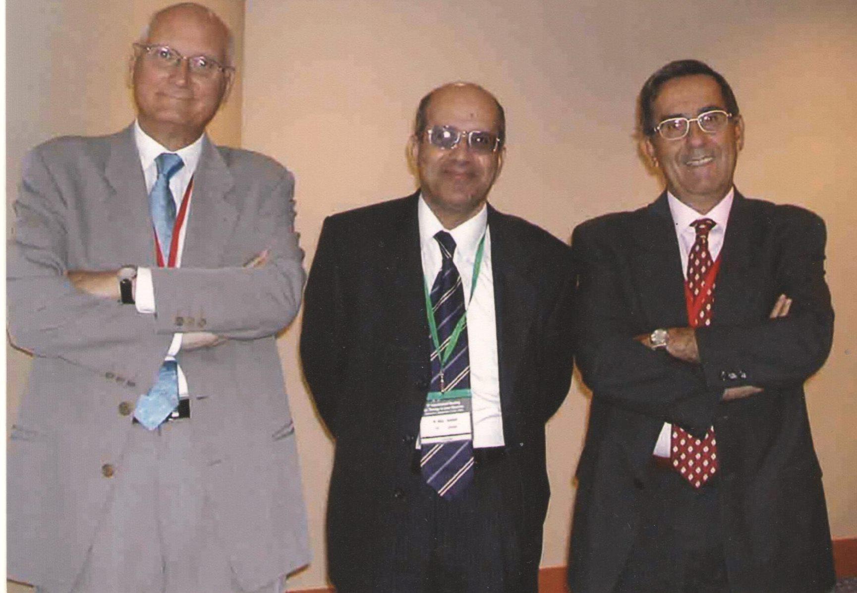 صوره من الذاكره  مع أساتذتي في برشلونه — اسبانياخلال احدى المؤتمرات الدوليه والتي اقيمت في برشلونه اسبانيا