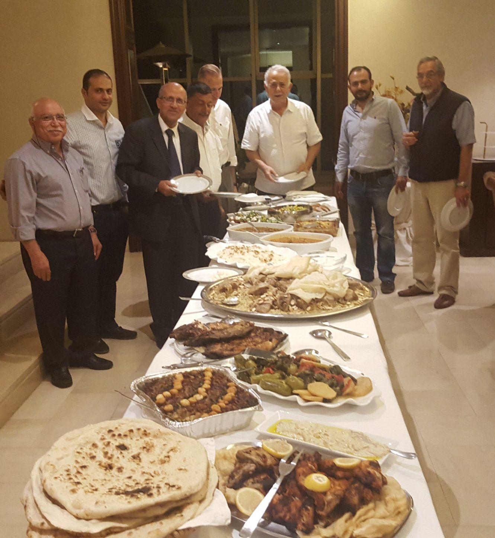عزومة عشاء : وجلسه مع مجموعة  من الزملاء الاطباء من عائله العتوم 21 – 7 – 2019